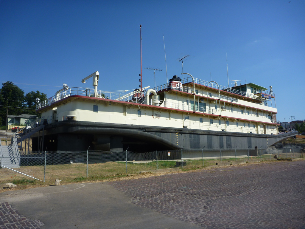Massive Tug